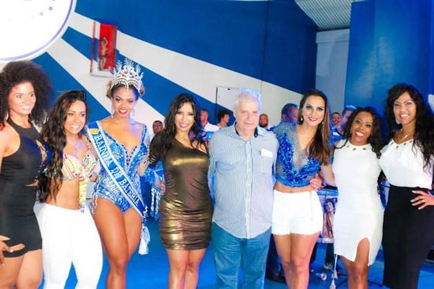 Bianca Monteiro é coroada rainha de bateria da Portela